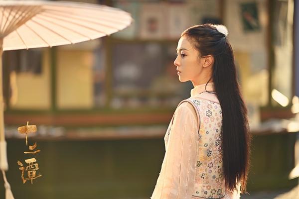 《十二谭》开播 徐沐婵化身民国白衣小可爱
