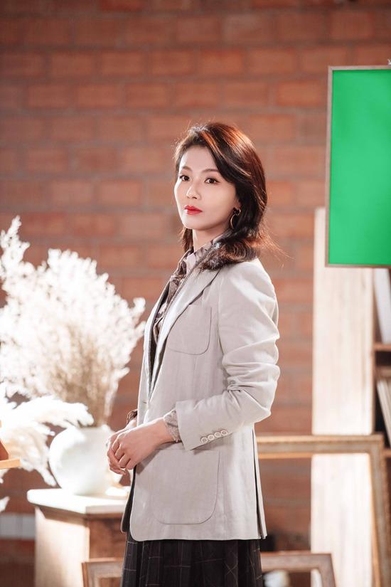 《妻子5》明日开播 刘涛花衬衣西装造型气质满分