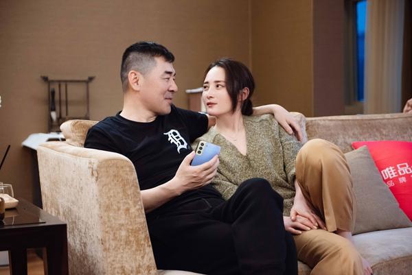 《妻子5》开播:张馨月林峯牵手滑冰 秦海璐亲密依偎王新军