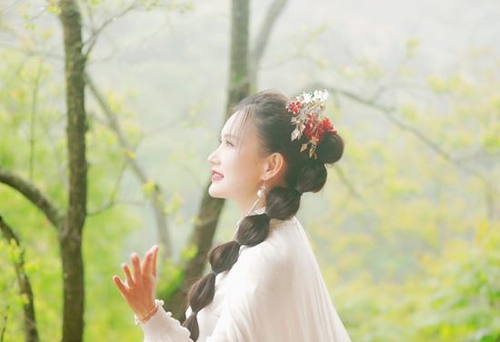 青年歌手邓超予再登央视《乐游天下》,爱心公益文化传承全能齐行