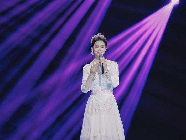 再次打卡央视节目《天天把歌唱》,邓超予携新作闪耀荧屏!