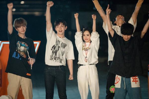 """《密室大逃脱3》杨幂和黄明昊默契上演MV 邓伦""""沉浸式""""数数笑翻众人"""