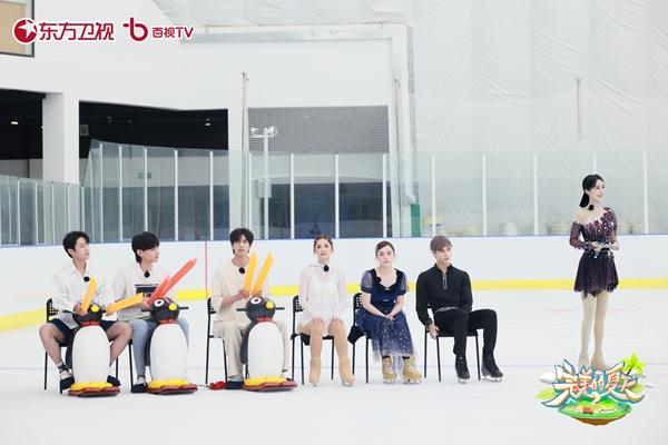 Twins《完美的夏天2》热播中 阿Sa阿娇解锁夏日花样滑冰初体验